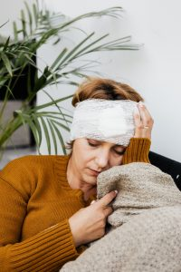 image of woman with head trauma due to alcohol use