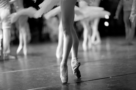 image of a ballerina's en pointe to symbolize perfectionism in changing addictive behavior